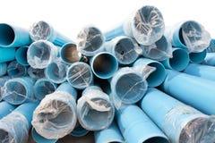 Nuevos tubos del PVC para el abastecimiento de agua de ciudad Fotos de archivo libres de regalías
