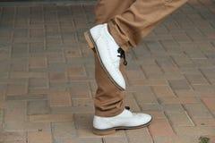 Nuevos zapatos blancos Imagenes de archivo