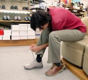 Nuevos zapatos que intentan Imagen de archivo libre de regalías