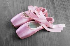 Nuevos zapatos rosados del pointe del ballet Imagen de archivo