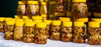 Nuez con la miel Foto de archivo libre de regalías