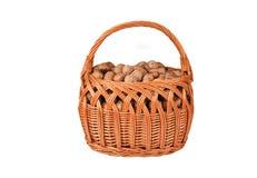Nuez en una cesta wattled Foto de archivo libre de regalías