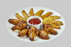 Nuggets und Gemüse des gebratenen Huhns Stockbilder
