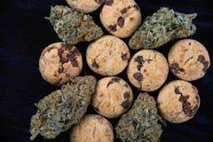 Nugs конопли и настоянные печенья обломоков шоколада - медицинский mari Стоковые Фото
