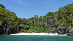 Nui wyrzucać na brzeg Tajlandia - Przywdziewa Phi Phi - zdjęcia stock