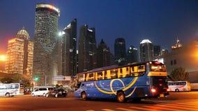 Nuit à Changhaï dans le secteur de Pudong, Chine banque de vidéos