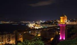 Nuit à Izmir avec l'ascenseur Photo stock