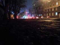 Nuit à la petite ville photographie stock libre de droits