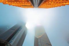 Nuit architecturale de brouillard de milieux de Changhaï Lujiazui Photographie stock