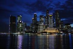 Nuit au fleuve de Singapour Photo libre de droits