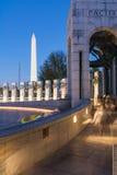 Nuit au mémorial Washington Monument District de la deuxième guerre mondiale photos stock
