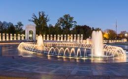 Nuit au mémorial Washington Monument District de la deuxième guerre mondiale photo stock