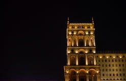 Nuit Bakou Chambre de gouvernement Images stock