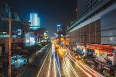 Nuit Bangkok de la THAÏLANDE, BANGKOK Rue Thanon Ratchaprarop Photographie stock