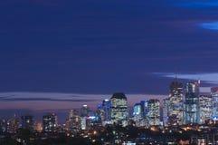 Nuit bleue de ville Photographie stock libre de droits