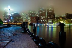 Nuit brumeuse de Boston Photos stock