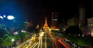 Nuit chez Sule Pagoda Photographie stock