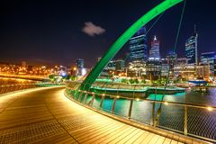 Nuit d'Elizabeth Quay Bridge Images libres de droits