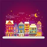 Nuit d'hiver dans la scène confortable de rue de ville Maisons européennes classiques Photographie stock