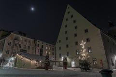 Nuit d'hiver taverne historique dans de Ratisbonne †«par le Danube photographie stock libre de droits