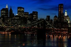 Nuit d'horizon de Manhattan Photographie stock libre de droits