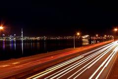 Nuit d'horizon de ville d'Auckland Photographie stock libre de droits