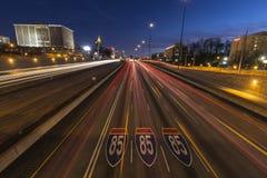 Nuit d'un état à un autre de 85 autoroutes d'Atlanta Photographie stock