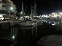 Nuit dans Cervia Image stock
