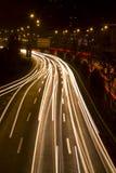 Nuit dans la route urbaine Photo stock