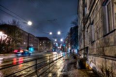 Nuit dans la rue d'Endla à Tallinn, hiver, nuit Photographie stock libre de droits