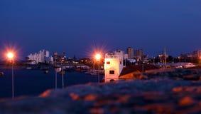 Nuit dans le port de Famagusta, Chypre Photos stock