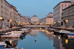 Nuit de canal de Trieste grande Photo stock