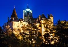 Nuit de château de son, forteresse de Dracula dans l'omania photographie stock