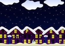 Nuit de chutes de neige de maison d'hiver Photos libres de droits