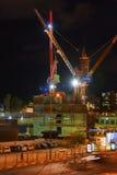 Nuit de grue de chantier de construction Image stock