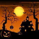 Nuit de Halloween avec grimacer les potirons et le château effrayant sur le fond Photos libres de droits