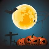 Nuit de Halloween avec les potirons fantasmagoriques image stock