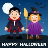 Nuit de Halloween - Dracula et sorcière mignonne Photos stock