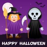 Nuit de Halloween - sorcière et faucheuse Photos stock