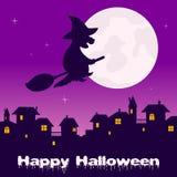 Nuit de Halloween - ville fantôme et sorcière Photographie stock