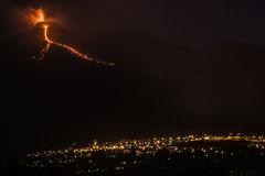 Nuit de l'Etna d'explosion Photos stock