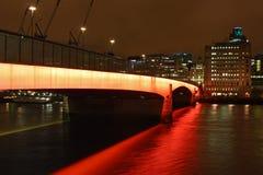 nuit de Londres de passerelle Image stock