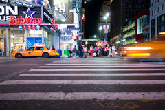 Nuit de Manhattan de Midtown Photographie stock libre de droits