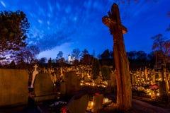 Nuit de morts de cimetière Images stock