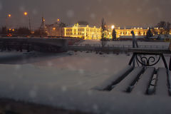 Nuit de Noël magique dans la ville Lumières de nuit Photographie stock libre de droits