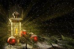 Nuit de Noël rougeoyante de lanterne