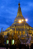 Nuit de pagoda de Shwegadon Photo stock