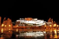 Nuit de palais de Potala Photographie stock