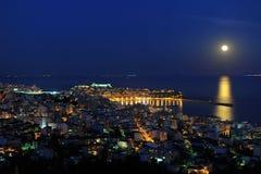 Nuit de pleine lune au-dessus de Kavala Image libre de droits
