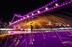 Nuit de pont de Brisbane images libres de droits